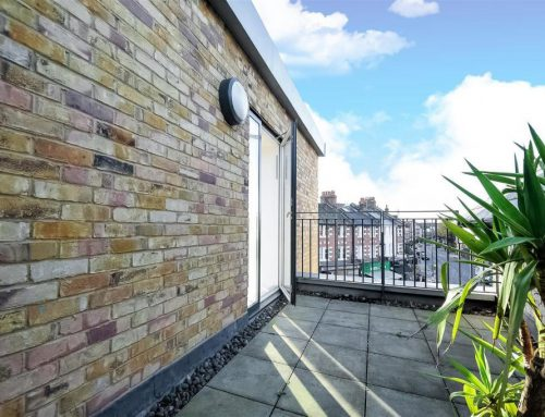 2-bed flat in Chelsea House, Barnes SW14